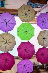 Piovono ombrelli ...