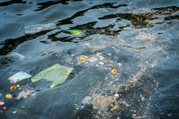 Oil and garbage pollution in the water.