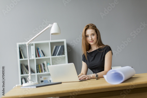 canvas print picture Young woman in the office