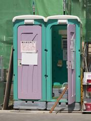 建設現場の仮設トイレ