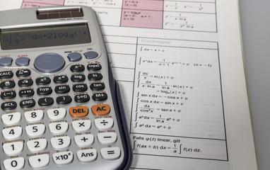 Mathebuch und Taschenrechner 00050