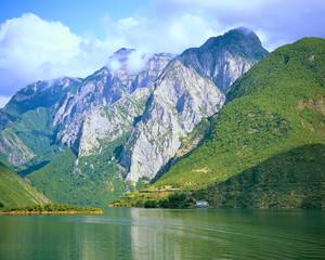 Lac de Koman, Albanie