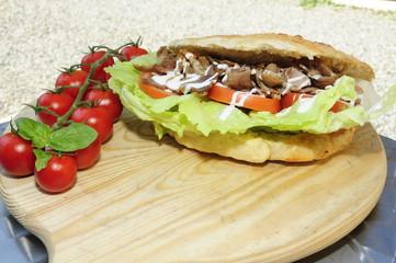 Panino kebab su tagliere