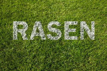 rasen auf gras geschrieben