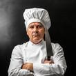 strano cuoco con coltello