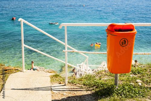 Leinwanddruck Bild Trash near the sea beach.