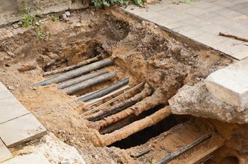 Sanierungsarbeiten an der Energieversorgung - Kabel und Leerrohr