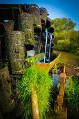 Wunderschönes klares Wasser fließt am Fluss