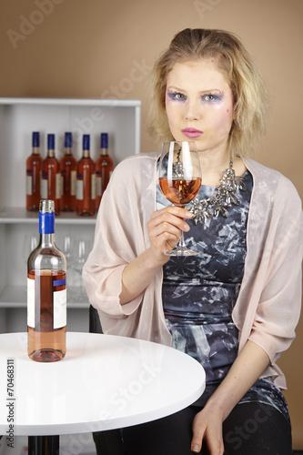 canvas print picture Frau mit extrem Make-Up - Wein trinken