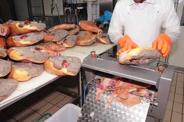 lavorazione del prosciutto prodotto tipico di parma