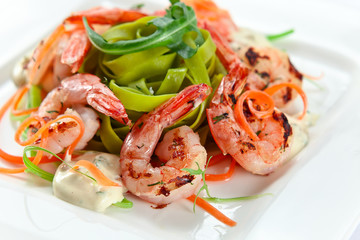 Noodles with grilled shrimps
