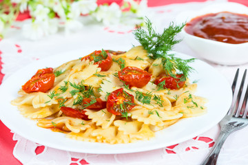 Pasta with sun-dried tomatoes and dill