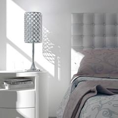 Schlafzimmer mit silberner Lampe