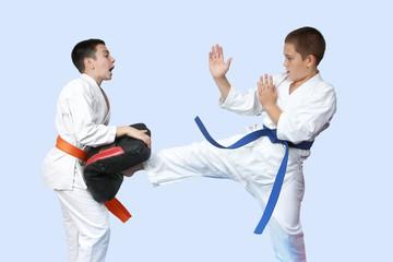 Direct kick leg on simulator beating an athlete in karategi