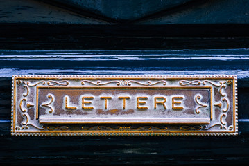 Buca delle lettere, porta, cassetta delle Posta