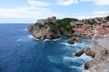 Dubrovnik avec ses toits, ses remparts et sa forteresse