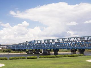 千住新橋緑地と鉄橋