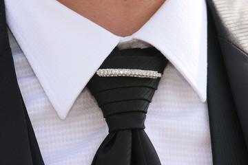 uomo d'affari particolare cravatta griffata