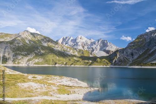 gorskie-jezioro-w-alpach