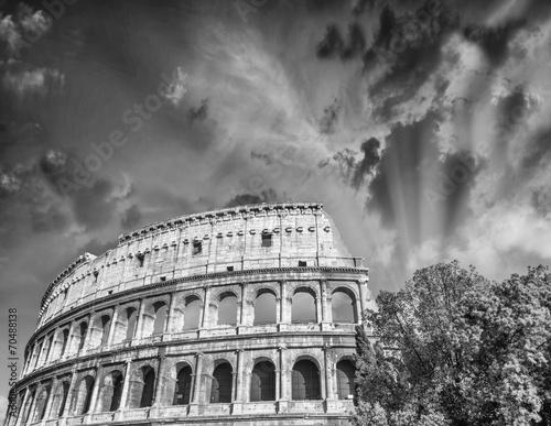 rzym-koloseum-piekni-zmierzchow-kolory-w-wiosna-sezonie