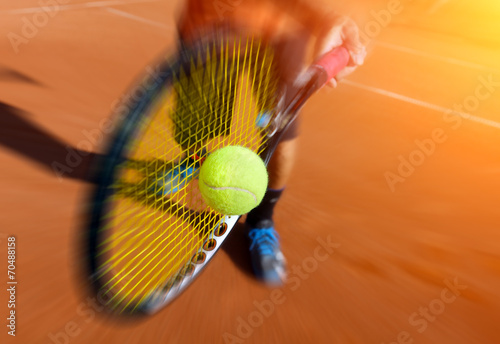 Foto op Plexiglas Persoonlijk male tennis player in action