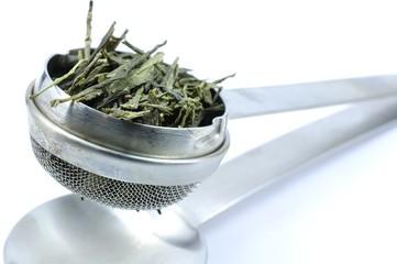Teesieb mit grünem Tee