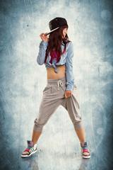 junge tanzende Frau - Hip Hop