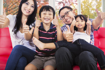 Hispanic family giving thumbs up