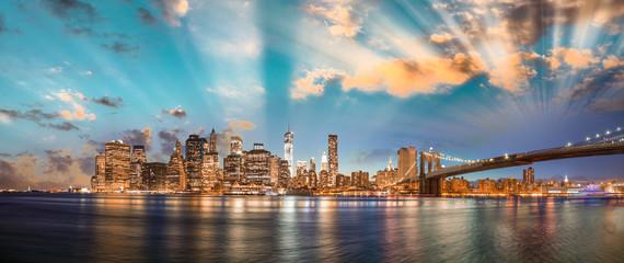 Dramatic sky over Brooklyn Bridge and Manhattan, panoramic night © jovannig
