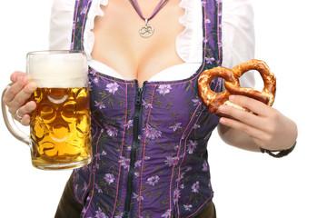 Bayrisches Dekolleté mit Bier und Breze