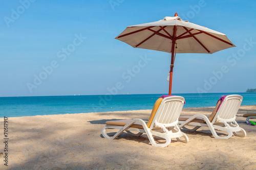 Leinwanddruck Bild umbrella on a tropical beach