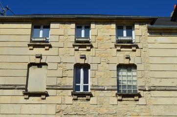 Façade d'immeuble à restaurer