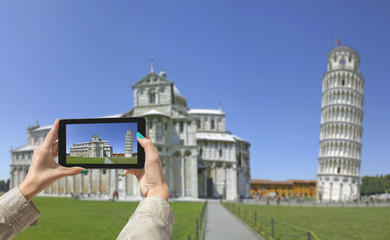 Photographing Leaning Tower in Pisa, with tablet