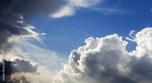 ciel nuageux sombre
