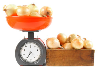 Onions on scales and in a box