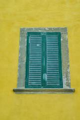 Finta Finestre con persiane colore verde