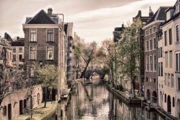 Häuser und Kanal in den Niederlanden