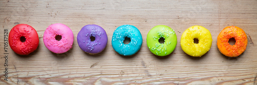 Foto Spatwand Koekjes Row of colorful donuts