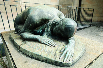 Statua di bronzo caduti per la patria, Pisa