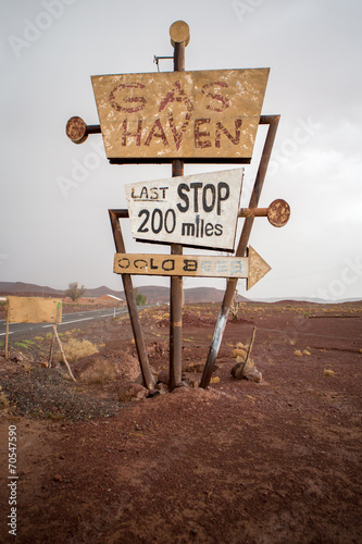 Tall vintage gas sign standing in the desert - 70547590