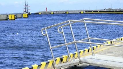 Hafen von Kohlberg, Polen mit Ausfkugsboot