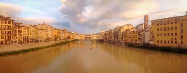 Ponte Vecchio al tramonto. Firenze, Italia.