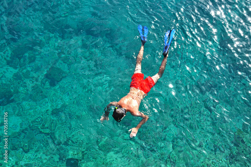 Fotobehang Duiken Man snorkeling in the sea
