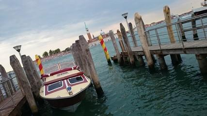 Motorboot hafen Venedig