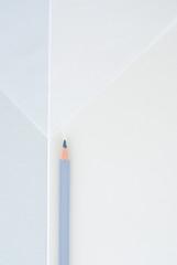 Stift vor graphischem Hintergrund