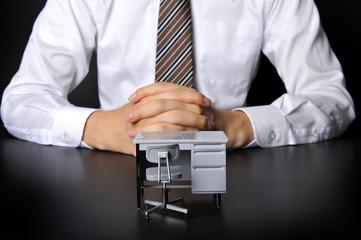 オフィスのデスクとビジネスイメージ