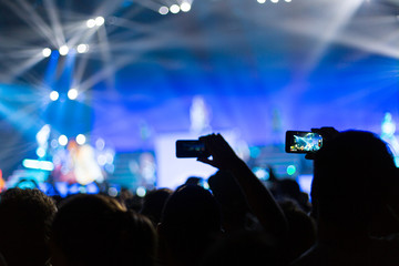 photographing with smartphone during a concert