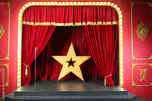 Fotobehang Theater scene in retro style with curtain decoration large shining star