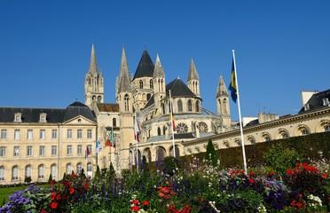 男子修道院と花 カン  フランス