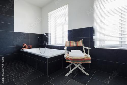 badezimmer mit schwarzen fliesen stockfotos und lizenzfreie bilder auf bild 70570798. Black Bedroom Furniture Sets. Home Design Ideas